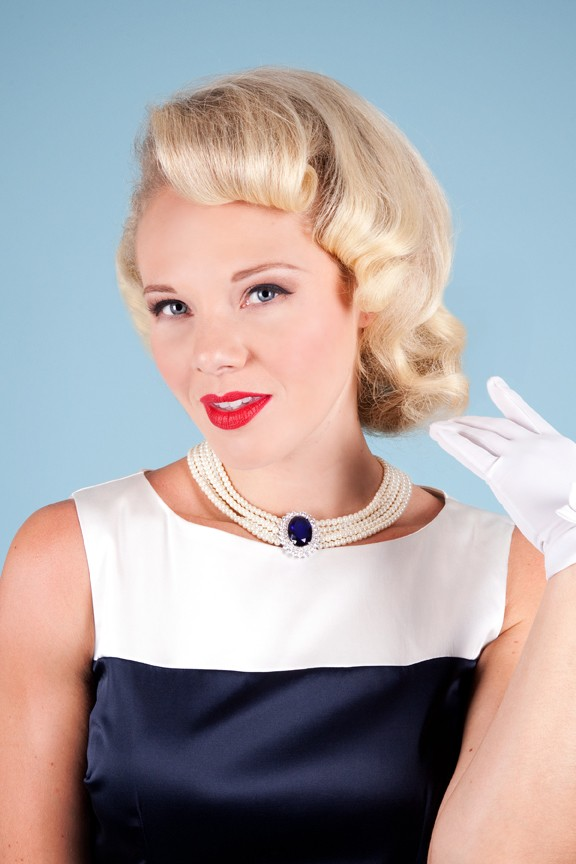 sapphire_with_pearl_necklace